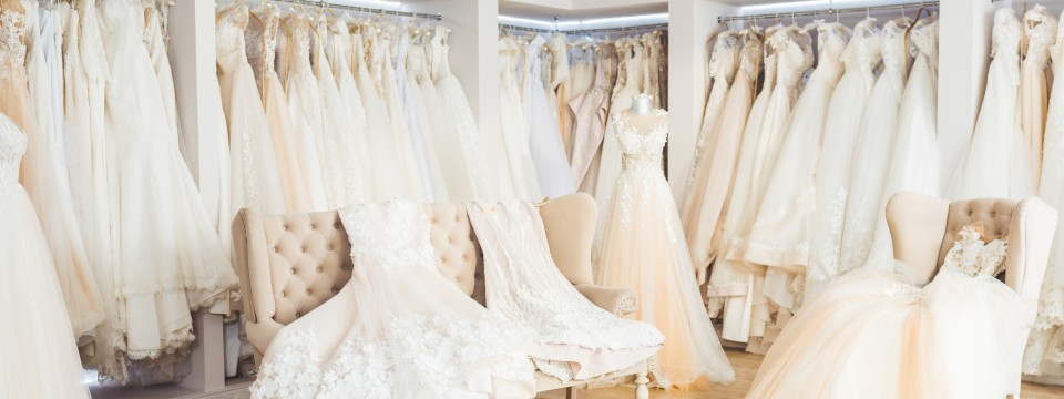 Beautiful,Wedding,Dresses,On,Hangers,In,Wedding,Atelier